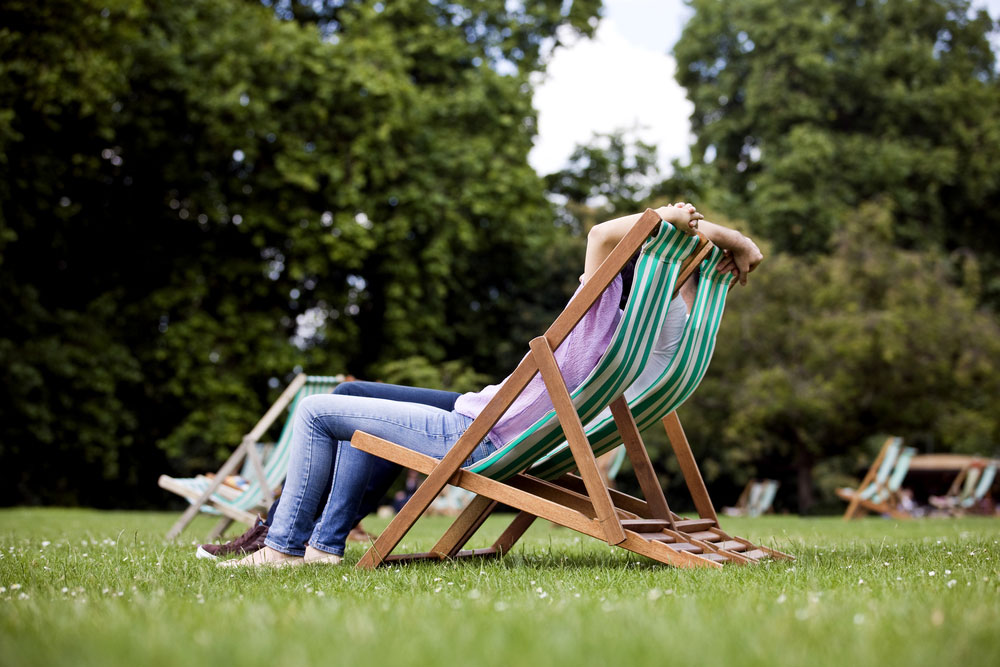 6 life changing health benefits come with zero gravity chair tenoblog. Black Bedroom Furniture Sets. Home Design Ideas