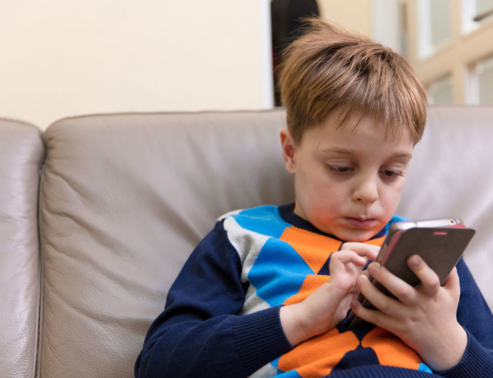 How to Manage and Secure Your Kids Online and Mobile Activities